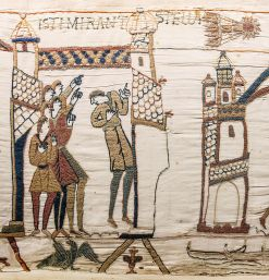 800px-Bayeux_Tapestry_scene32_Halley_comet